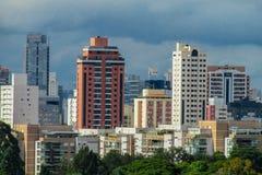 Alte costruzioni moderne nella città Immagine Stock Libera da Diritti