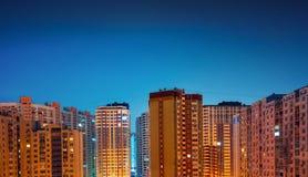 Alte costruzioni residenziali alla notte Immagine Stock Libera da Diritti