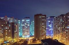 Alte costruzioni residenziali alla notte, all'aperto Immagini Stock Libere da Diritti