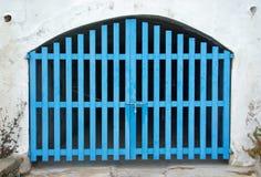 Alte cyan-blaue Holztür Stockfoto