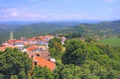 Alte Dächer in Motovun-Stadt in Istria-Region, Kroatien Stockbilder