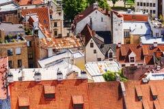 Alte Dächer in Riga, Lettland stockfotos