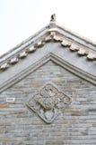 Alte Dachgesimse und Wand Stockfotos