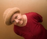 Alte Dame im Hut lizenzfreie stockfotografie
