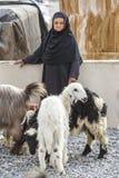 Alte Dame von Oman an einem Nizwa-Ziegenmarkt Lizenzfreies Stockbild