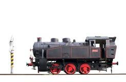 Alte Dampflokomotive und Wasserpumpe lokalisiert auf Bahnen Stockbild
