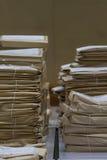 Alte Dateien beim Umschlagpapierstapeln Lizenzfreies Stockbild