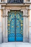 Alte dekorative blaue Türen Lizenzfreie Stockbilder