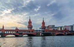 Alte deutsche Brücke stockfotos