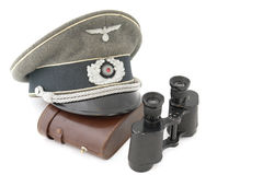 Alte deutsche Offizierschutzkappe und Feldstecher Lizenzfreies Stockbild