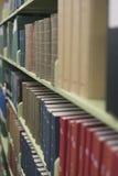 Alte Dokumente und Bücher, die nahes hohes des Rahmens füllen Stockfoto