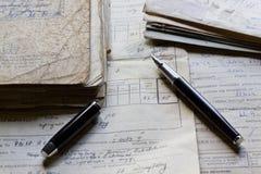 Alte Dokumente und Stift stockfoto