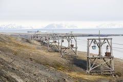 Alte Drahtseilbahn für Kohlentransport in Longyearbyen Stockbilder