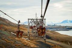 Alte Drahtseilbahn für Kohlentransport, Svalbard, Norwegen Lizenzfreie Stockfotos