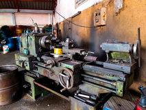 Alte Drehbank hat Rost in der Fabrik Stockfoto