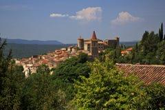 Alte Drehköpfe und Türme des schönen mittelalterlichen französischen Bergdorfes von Callian Lizenzfreie Stockbilder
