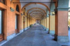 Alte Durchführung in alba, Italien. stockbild