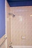 Alte Dusche und Wanne Stockbilder