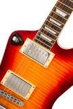 Alte E-Gitarre auf einem weißen Hintergrund Lizenzfreie Stockfotografie