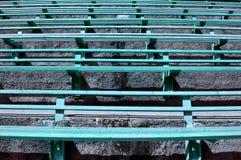 Alte Eisen-Bänke Stockbilder