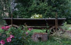 Alte Eisenbahn außerhalb der Stadt Stockbild