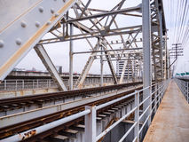 Alte Eisenbahn auf Brücke Rama 6 über dem Chao Phraya Lizenzfreie Stockfotografie