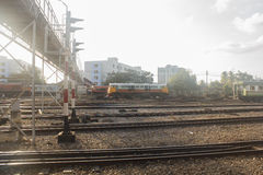 Alte Eisenbahn an der alten Bahnstation Lizenzfreie Stockfotografie