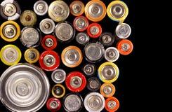Alte elektrische Batterien auf schwarzem Hintergrund Lizenzfreies Stockbild