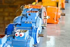 Alte Elektromotoren an der beruflichen Ausbildungsstätte lizenzfreies stockbild