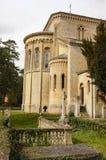 Alte englische Kirche und Friedhof stockbilder