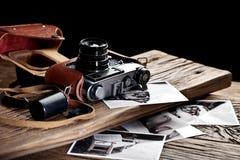 Alte Entfernungsmesserkamera und Schwarzweiss-Fotos Stockbild