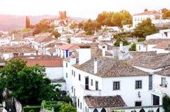 Alte europäische Häuser im Sonnenuntergang-Licht Stockfotografie