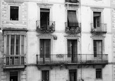Alte europäische Wohnungs-Balkone Stockfotografie