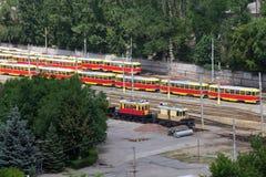 Alte Förderwagen, die in der Stadt parken Stockfotografie