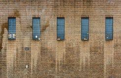 Alte Fabrik-Backsteinmauer Stockbild