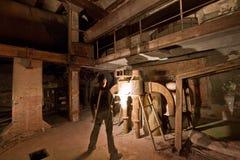 Alte Fabrik der hellen Malerei des Mannes Lizenzfreie Stockfotografie