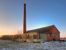 Alte Fabrik im Winter Stockbild