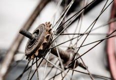 Alte Fahrradräder lizenzfreie stockbilder