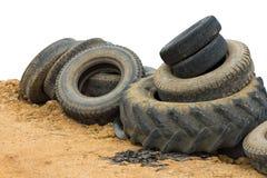 Alte Fahrzeugreifen beschmutzt mit Schlamm Lizenzfreies Stockfoto