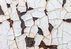 Alte Farbe, die weg einer rostigen Stahlplatte abzieht Lizenzfreies Stockfoto