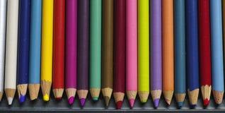 Alte farbige Bleistifte mit Staub Stockbild