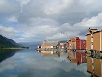 Alte farbige Häuser von Mosjoen, Norwegen Stockbilder