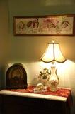 Alte Fashiioned-Antiken-Lampe und Radio Stockbilder