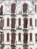 Alte Fassade in Hanoi Stockbilder