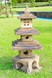 Alte Felsen stupa Skulptur auf dem Gebiet Stockbild