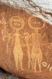 Alte Felsenkunst in Niger, der zwei Abbildungen bildlich darstellt Stockbild