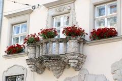 Alte Fenster der Architekturdekoration, Weinleseart, ein Schutzanteil von Fenstern, interessantes Detail Stockfotografie