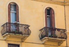 Alte Fenster im Haus Lizenzfreie Stockbilder