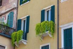 Alte Fenster im Haus Lizenzfreies Stockfoto