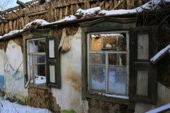 Alte Fenster in verlassenem Haus Lizenzfreies Stockbild
